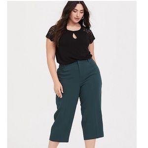 Torrid Crepe Culotte Pant in dark green size 18